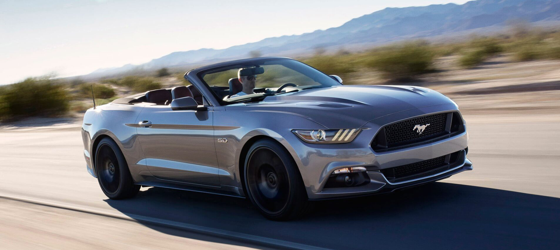 FORD MUSTANG CONVERTIBLE O SIMILAR x USD 430